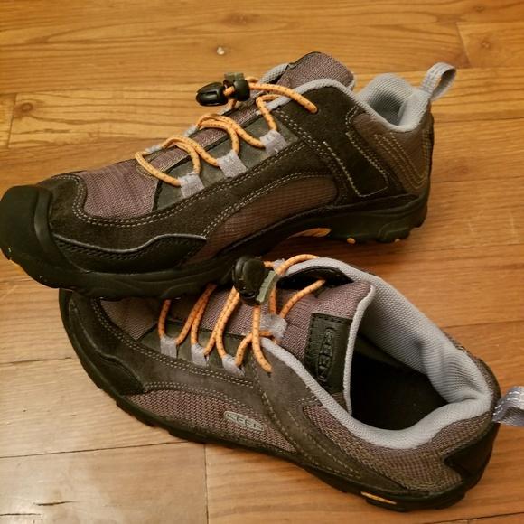 92d9cba4cc3d Keen Big Kids Joey Low Hiking Boots